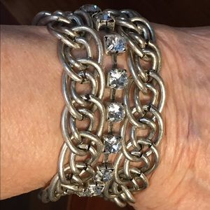 Jewelry - Beautiful silver tone magnetic bracelet